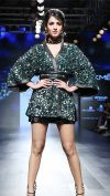 sonal-chauhan-turns-showstopper-on-day-1-of-lakme-fashion-week-2017-201708-1502950313.jpg